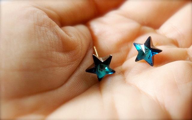Catch A Falling Star -- Swarovski Stars Earrings - Gold Earposts ... f8b3b1fb4b